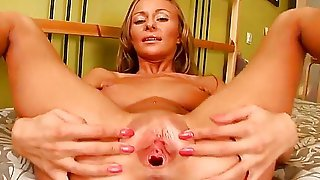 Watch masturbation action from this so cool bitch! You would certainly like to see her becoming naked, spreading legs and starting to play with luscious loving hole.