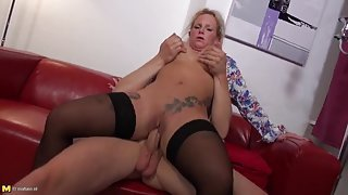 Mom on top for sex reverse cowgirl fucking