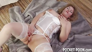 Threesome with a dazzling mature cougar hungry for dick