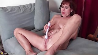 Toy fills this moaning and masturbating mature